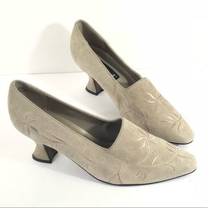 UNLISTED Beige Embroidered Leather Pump Size 10